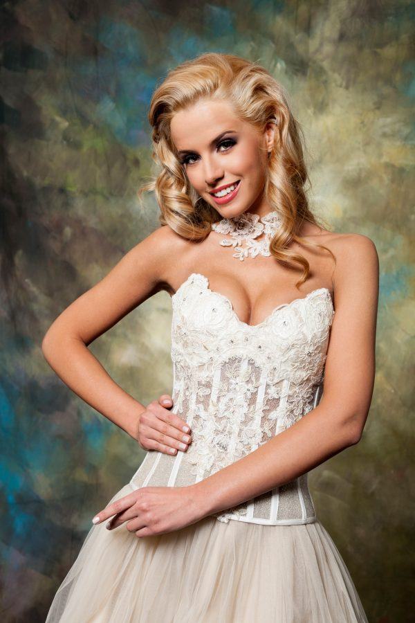 Сватбена рокля модел 1511